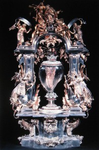 Relicario de plata con el corazón de Santa Teresa. Alba de Tormes