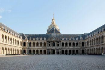 Patio de honor del conjunto de los Invalidos. París