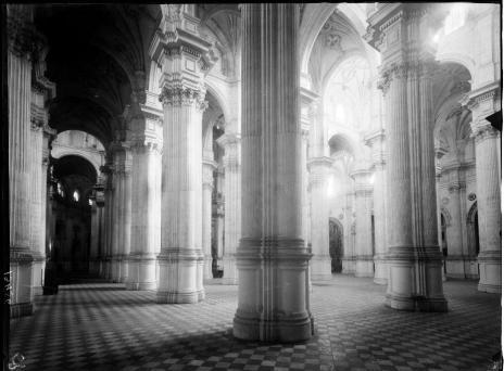 Vista del interior de la catedral de Granada. foto: IPCE (Archivo Moreno)
