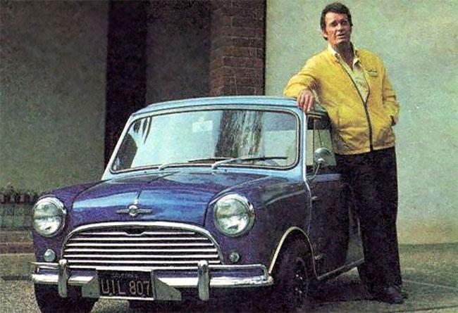 Foto Vintage Orang Terkenal Dengan Mini Cooper