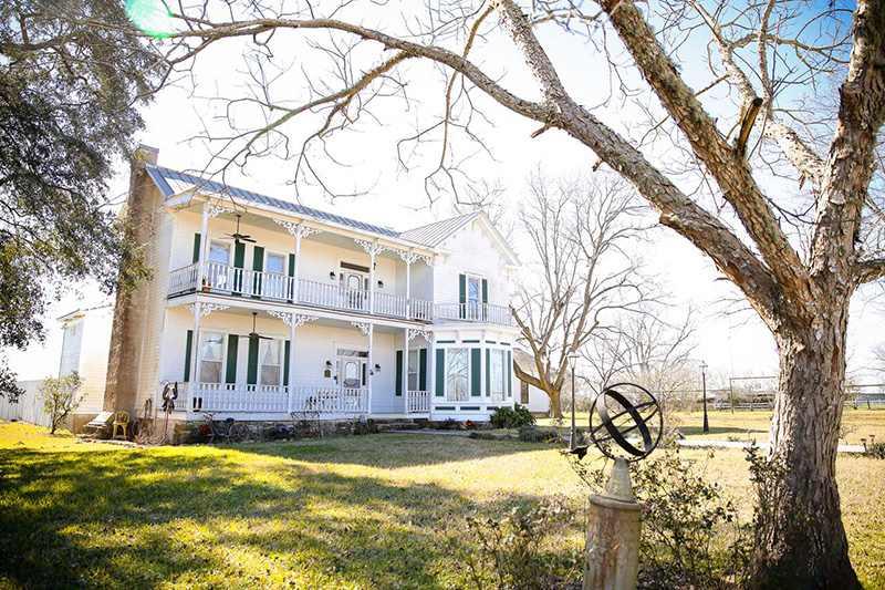 1883 Folk Victorian Farmhouse In Brenham Texas