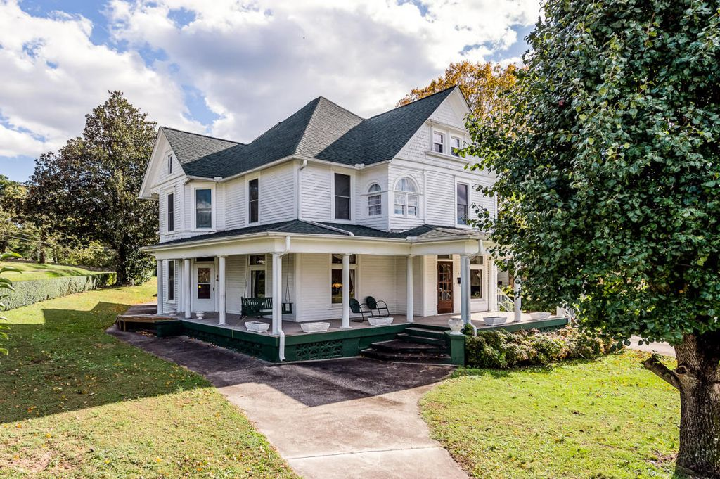 1898 Victorian In Rockwood Tennessee