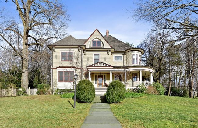 New York 1906 Completely Renovated Victorian
