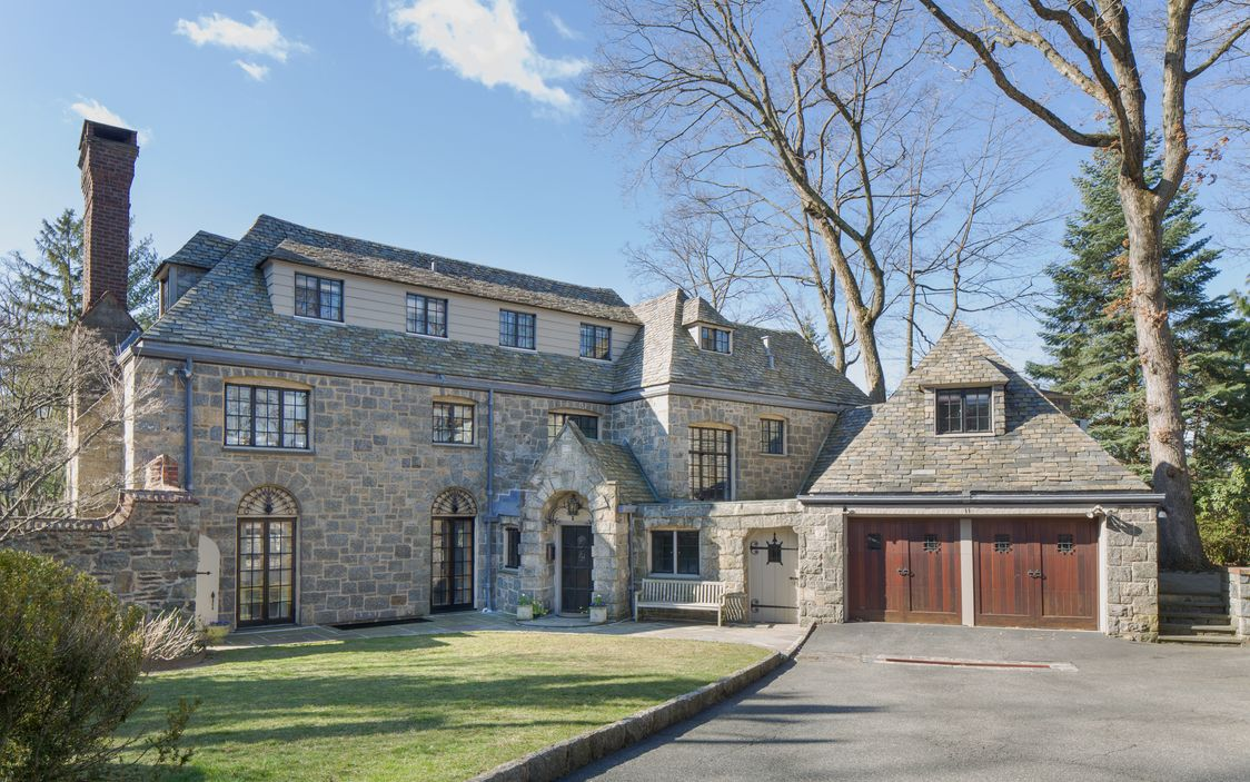 1926 English-Style Manor For Sale In Bronxville New York