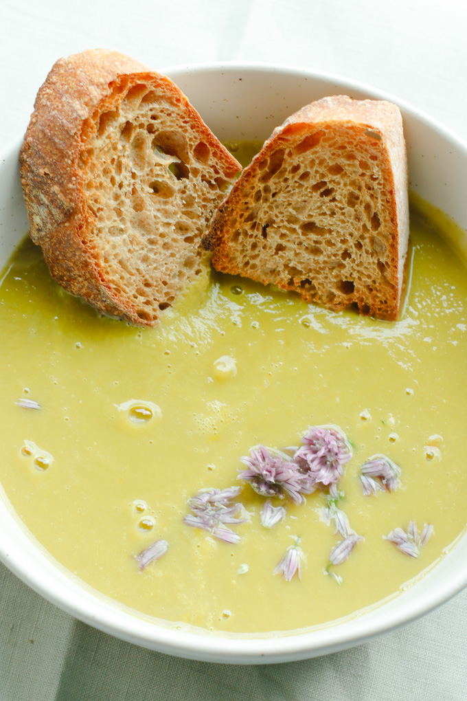Simple Creamy Asparagus Soup