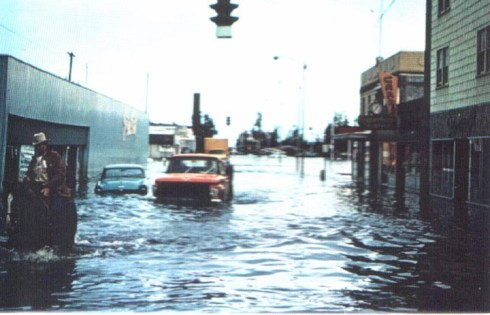 1967_fairbanks-flood truck & horse