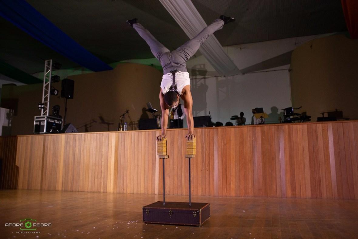 Performance parada de mãos em evento Vida Mais em São Paulo.
