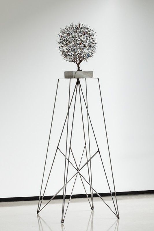 Centrical Bonsai Tree: Electronic components, cement and steel base, 135 cm x 35 cm x 35 cm, 2013 (close-up).