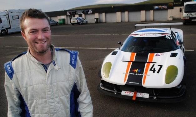 Dubai: Zettanet Racing Team – kilt to Kandoura to Racesuit !