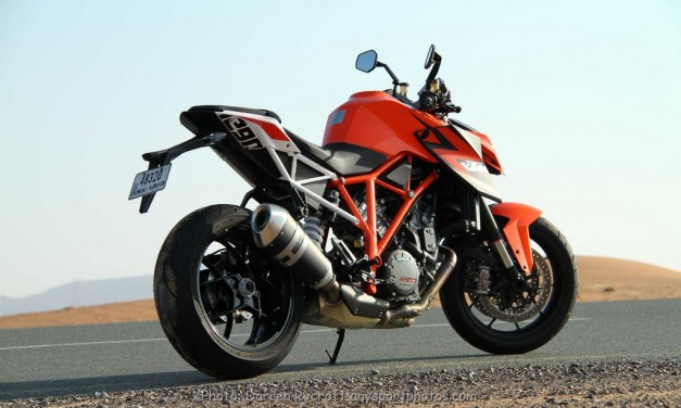 Dubai: Full on with the Ferret – KTM 1290 Superduke R – The Beast on the streets!
