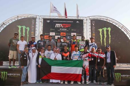 group photo President with kuwaiti riders nd winners