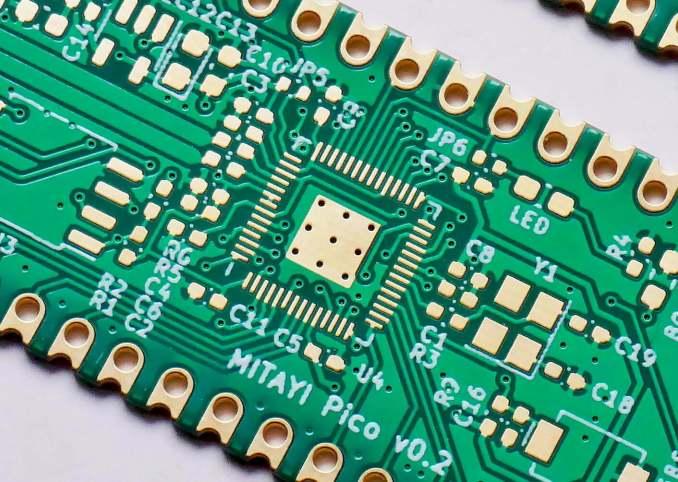 Green-Solder-Mask-on-Mitayi-Pico-PCB-CIRCUITSTATE-PCBWay-1