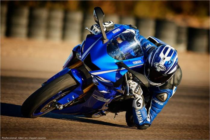 2017-yzf-r6-elbow-down