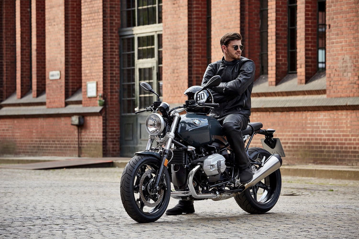 bmw r nine t racer wows at intermot circuit x breakers. Black Bedroom Furniture Sets. Home Design Ideas