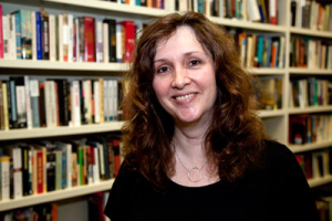 Amy Weis Forbes in a library.
