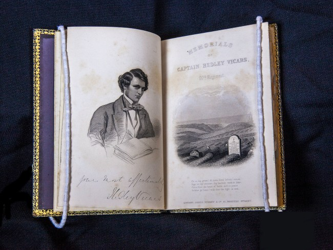Opening showing engraved illustrations of Hedley Vicars, and his tombstone.