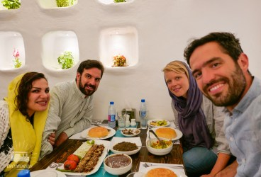 After some great days at the shepperd our travel spirit kicks in and we drive to Tehran to give Central Asia one last chance! On the road a Tehrani invites us for diner that night in a great restaurant!