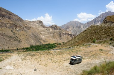 Our spot for the coming days. Typical Iranian dry mountains.