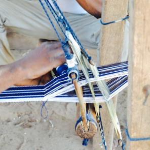 Weaving kasena gɔrɔ or batakari / Credit: Raffia