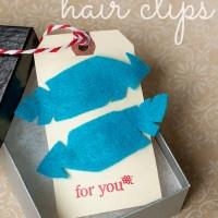 felt feather hair clips {diy}
