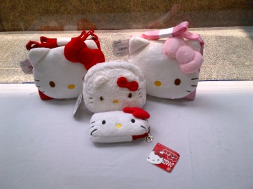 Hello Kitty Strap Bag and Pouch