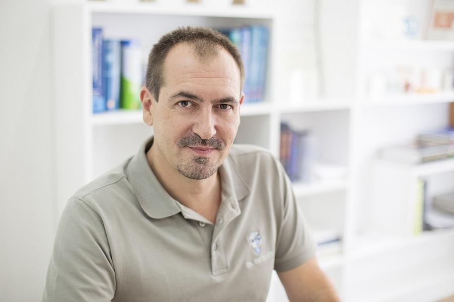 Salvador Cardona técnico de laboratorio especialista en resinas, provisionales y removibles