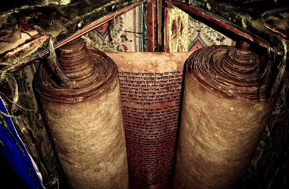 THE OLDEST TORAH SCROLL IN USE ✡ Visit the Abuhav Synagogue