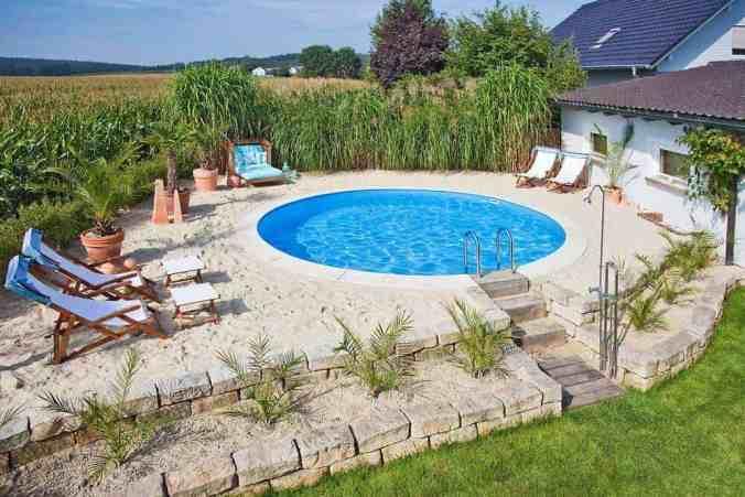 cititul la piscina piscina metalica rotunda