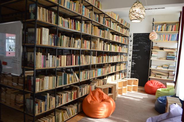 Biblioteca scolii nr 92 din Bucuresti