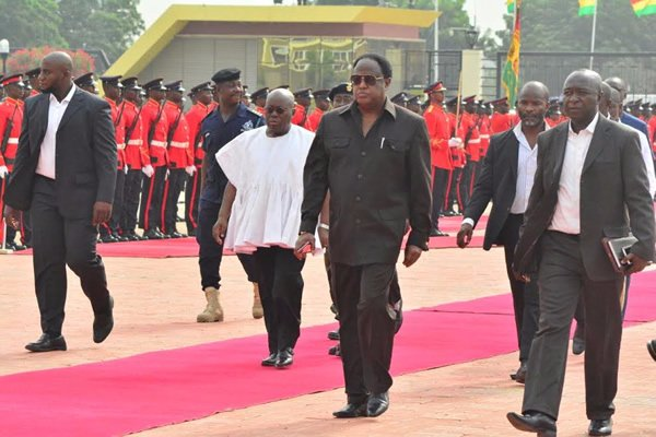nana-addo-inspects-gaurd-of-honour-11