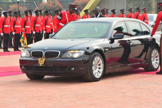 nana-addo-inspects-gaurd-of-honour-6