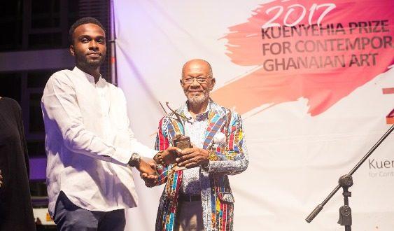 isaac-opoku-winner-of-the-2017-kuenyehia-art-prize-receiving-his-prize
