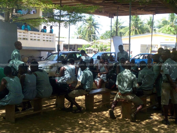 free-shs-three-town-students-study-under-trees-1