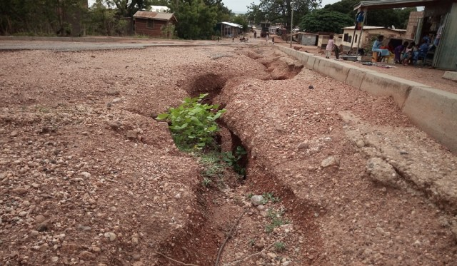 Kete Krachi residents worried over their deplorable roads 3
