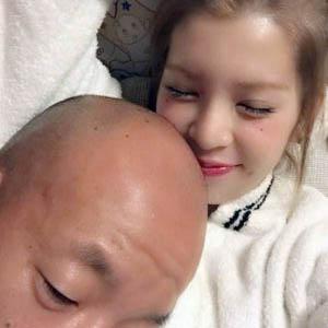 小峠英二・坂口杏里さんのベッド画像(写真)