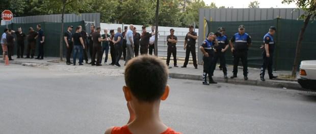 Protesta e banoreve tek ish Parku i autobuseve Citizens Channel Erjon Veliaj Bashkia Tirane