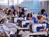 Punetore në një fabrikë fasonësh në Shkodër. Foto: LSA Citizens Channel