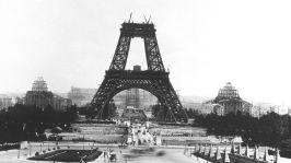 Vue depuis le palais de Chaillot de la Tour Eiffel en construction pour l'exposition universelle de 1889, ici le 21 juillet 1888 --- View from Chaillot palace of Eiffel tower built for world fair in 1889, here on july 21, 1888