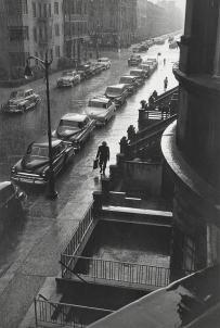 L'homme sous la pluie, New-York, 1952