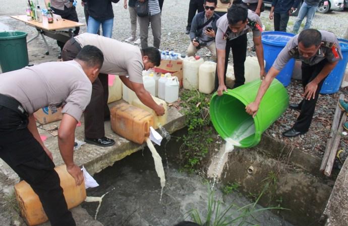 Jelang Tahun Baru, Ribuan Liter Ciu dan Ratusan Liter Miras Lainnya Dimusnahkan