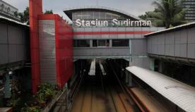 Selain Stasiun Tanah Abang, Stasiun Kereta Api Sudirman pun ikut terkena banjir.