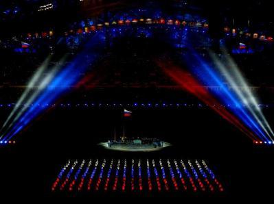 Para Atlet Datang Secara Serentak Untuk Membuat Mosaick Dari Bendera Negara Rusia Pada Pembukaan Olimpiade Musim Dingin di Sochi, Rusia. (Sumber : http://www.sochi2014.com/en/photos)