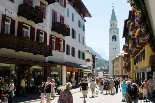 Cortina d'Ampezzo town overview