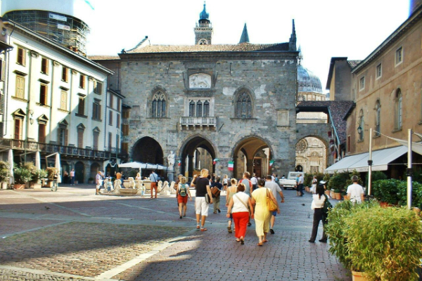 Day trip to Bergamo from Milan by train or private Milan taxis
