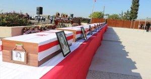 Σαράντα έξι χρόνια αργότερα, έθαψαν τα 14 ανήλικα παιδιά τους που είχαν σκοτωθεί από μέλη της ΕΟΚΑ Β
