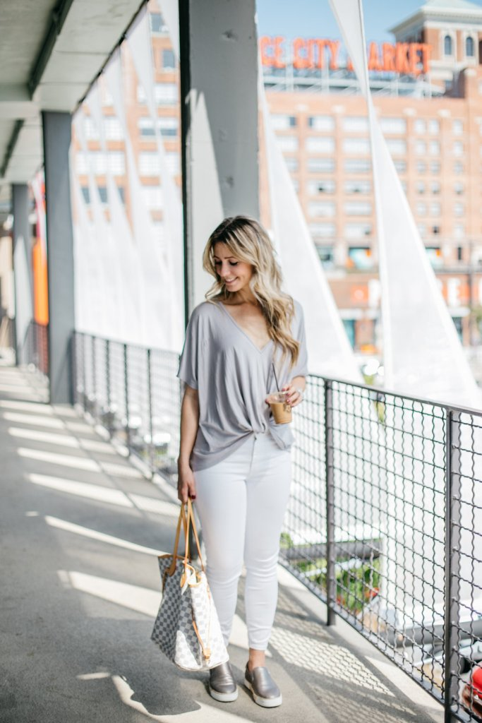 front-twist-t-shirt-white-jeans-ponce-city-market