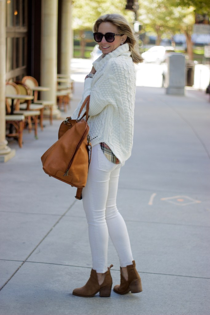 winter-white-cable-knit-sweater-holiday-plaid-outfit-@citypeach-city-peach