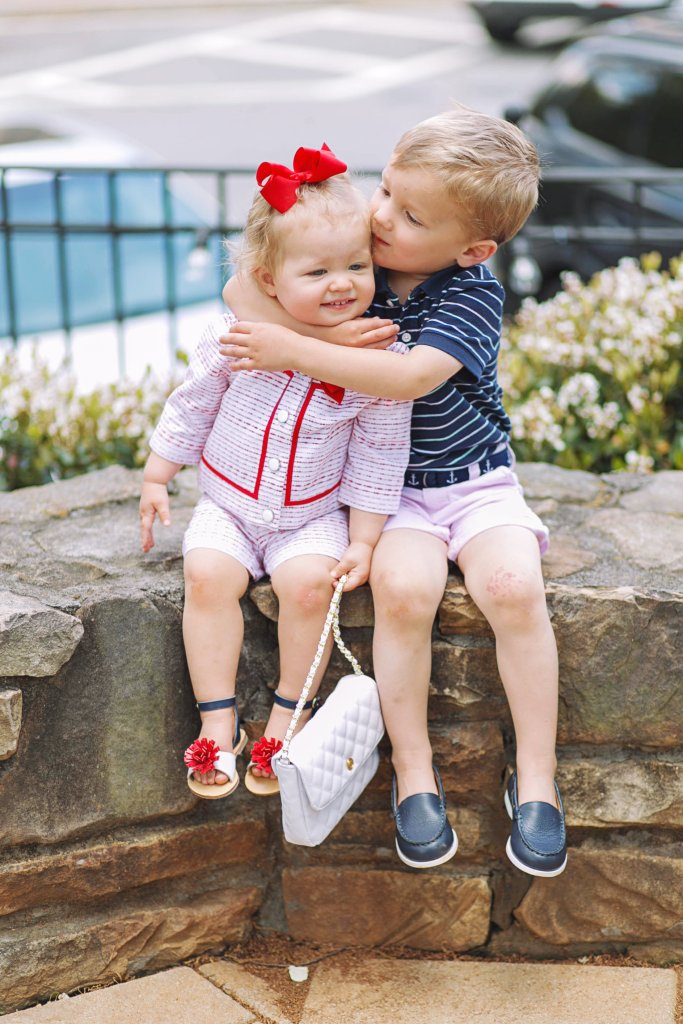 janie-jack-toddler-style-siblings-hug-city-peach