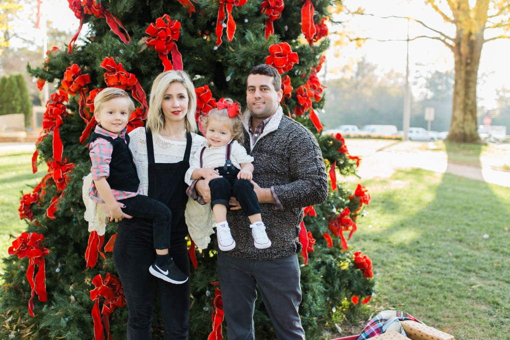 shoe-carnival-family-photos-outfits-velvet-overalls-city-peach
