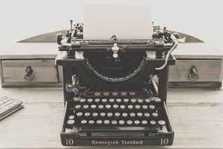 typewriter-vintage-old-vintage-typewriter-163116.jpeg